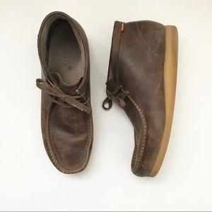 ** Clark's ** brown leather Chukka boots